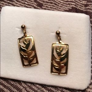 (Landstrom's) Black Hills Gold dangle post earring